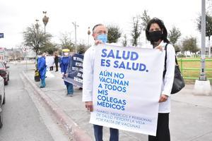 Advierten médicos particulares manifestación por sus vacunas en Monclova