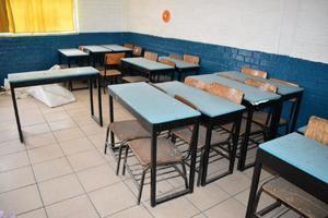 Limpian escuelas de Castaños por si hay regreso a clases
