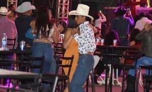 Buscan reanudar bailes populares en 'San Buena'
