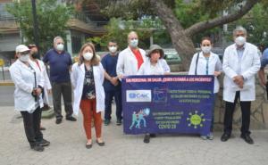 Médicos privados protestan en Nuevo León para exigir vacunas