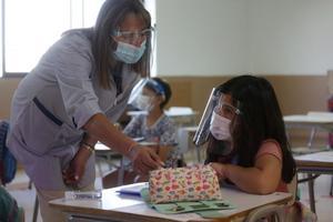 Vacunarán en mayo a 500 docentes de la Región Desierto