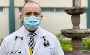 Tras lucha contra el Covid, Rogelio vuelve a su labor médica en IMSS