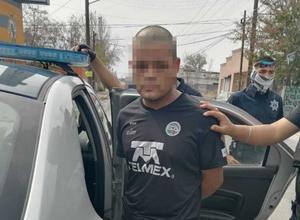 Ladrón primerizo asalta farmacia en Monclova; quiso huir en camión y fue detenido