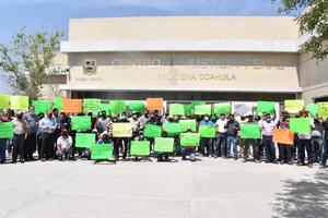 Se manifiestan obreros de AHMSA en el Centro de Justicia Penal