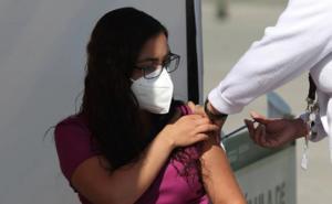 Celebra gobernador vacunación para maestros de Aguascalientes