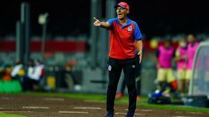 Explota entrenador del Olimpia y llama 'HDP' a Velázquez de León