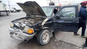 Taxista deja dos lesionados tras choque en Castaños