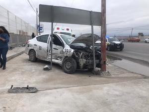 Taxista causa fuerte accidente en El Galaz