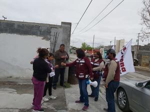 Atiende candidata de MORENA quejas de basureros clandestinos en Monclova