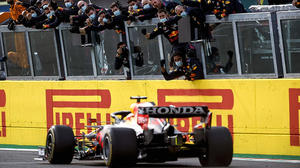 Verstappen gana el GP de Emilia-Romagna; 'Checo' finalizó 12