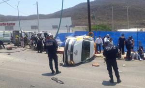 Choque entre camioneta y taxi deja un muerto y 18 heridos en Chiapas