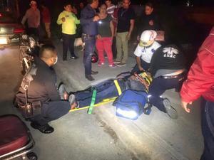 Motociclista se estampa contra auto en Monclova
