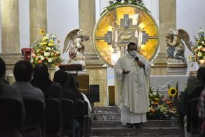 La prensa revuelve 'patas con bofes': Sacerdote Longoria