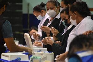 Serán vacunados personal de educación de la Región Centro