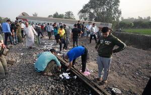 Se descarrila tren en Egipto; mueren al menos 11 personas
