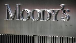 Moody's rebaja la nota de Coca-Cola European Partners a aprobado alto