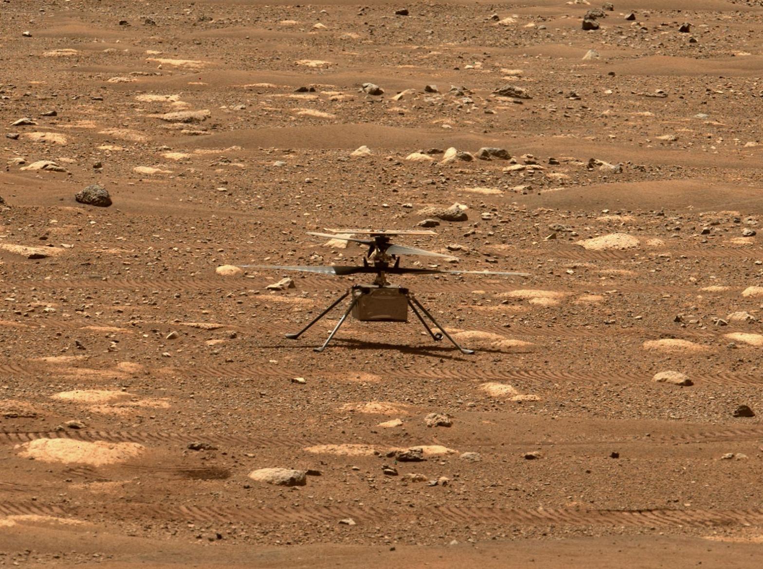 El helicóptero Ingenuity hace historia tras primer vuelo en marte