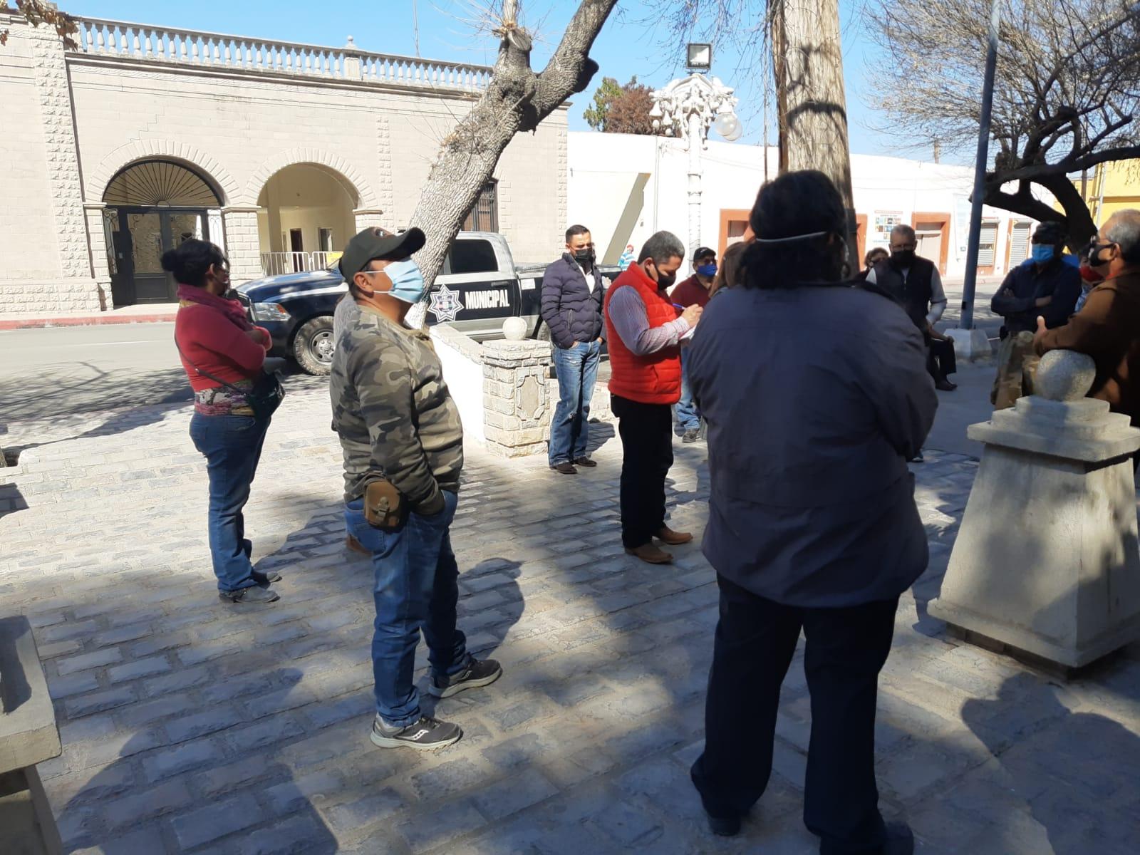 Protestan comerciantes en la plaza de 'San Buena'