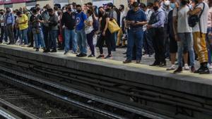 Menor de 5 años cae a las vías de la estación Acatitla