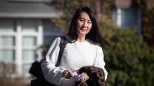 Abogados solicitan retrasar extradición de directora financiera de Huawei