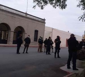 Amedrentan policías apulgueros pacifistas