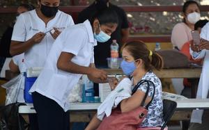 Arranca vacunación antiCOVID a maestros de la Región Centro
