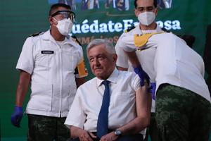 Recibe AMLO vacuna contra el COVID-19 al finalizar la conferencia matutina