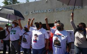 Protestan familiares de desaparecidos contra nueva Ley de la FGR