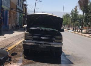 Se incendia cableado de camioneta en El Pueblo de Monclova
