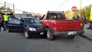 Se registra fuerte choque de tres vehículos en la zona centro de Frontera