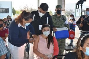 Vacuna china a maestros de la Región Centro-Desierto