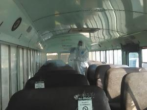 Sanitizan 6 unidades  para llevar a vacunar a maestros en Frontera