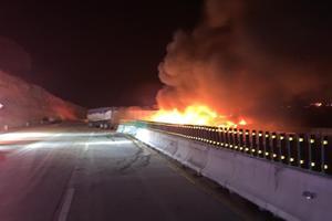 Choque de tractocamiones provoca cierre de autopista México-Puebla