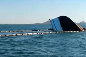 Hundimiento de barco provoca fuga de 14 mil litros de combustible