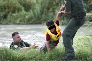 Resguarda la PRONNIF a dos niños hondureños