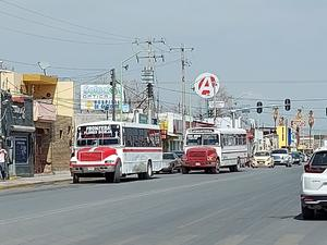 Aumenta demanda del transporte 15%, se quejan choferes