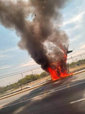Helicóptero cae y se incendia en plena carretera a Laredo en Apodaca
