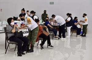 Avanza vacunación contra COVID-19 en personal docente de Coahuila
