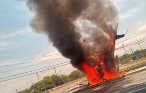 Se desploma helicóptero y termina incendiado en carretera de Apodaca