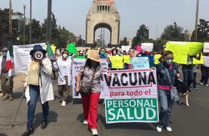 Médicos del sector privado marchan al Zócalo; exigen vacunas