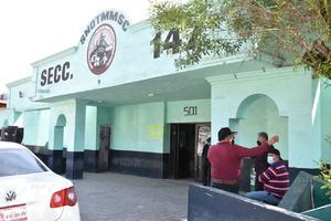 Reclaman obreros de 60 años regresar a AHMSA en Monclova