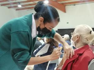 Vacunan hoy lunes a los últimos 80 abuelos en Castaños