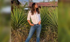 Eiza González visita Oaxaca para disfrutar del mezcal