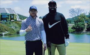 'Canelo' Álvarez juega golf con figura de la NFL