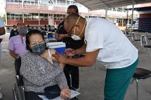 Vacunaron contra el COVID-19 a 78 abuelos de Castaños que faltaban