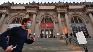 Evacúan el Met de Nueva York por el hallazgo de un paquete sospechoso