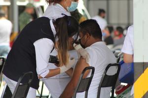 500 maestros se negaron a recibir la vacuna covid