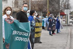Médicos particulares siguen en la espera de su vacuna en Monclova