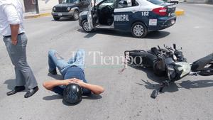 Derriban a motociclista en la avenida Acereros en Monclova