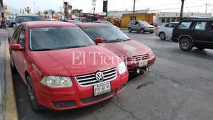 Por ir con el celular, conductora provoca choque en Monclova